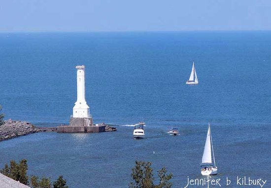 Captain Montague's Bed and Breakfast: Huron Harbor Lighthouse