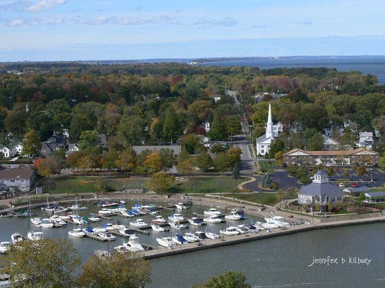 Captain Montague's Bed and Breakfast: Huron Boat Basin & Old Plat neighborhood