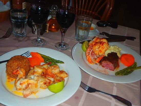 Augusta Bay Bahamas Restaurant Bar: The Lobster was delish!!