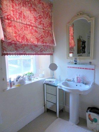 Home Farm Bed & Breakfast: large ensuite pink room