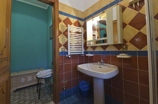 Benfratelli B&B: Bagno stanza Garibaldi
