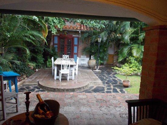 Casa Patio Hotel Boutique: Une soirée dans le jardin