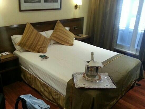 โรงแรมเบสเวสเทิร์นคาร์ลอส: carlo v