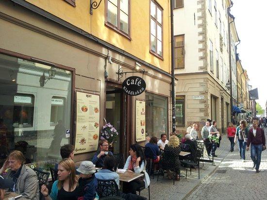 Cafe Kladdkakan: Mysig uteserving mitt i gamla stan