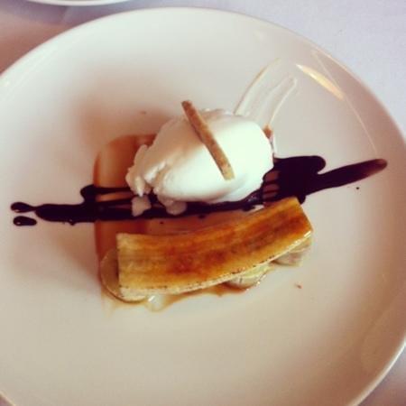 Restaurante Fishka: plátano asado con dulce de leche y helado de yogur