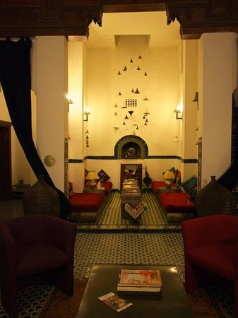 Riad Laaroussa Hotel and Spa: upper common area - next to blue room
