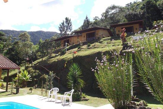 Pousada Jardim Real: Vista dos chalés (da piscina)