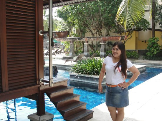 Hard Rock Hotel Bali: the pool with private bungalow