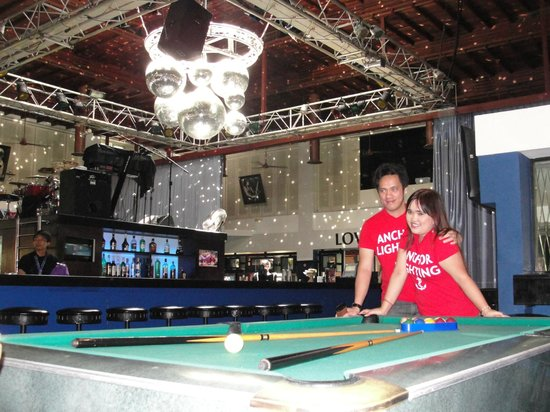 Hard Rock Hotel Bali: Pub area