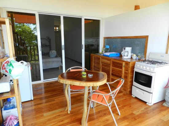 Vista Naranja Ocean View House: Both screen and glass sliding doors, it has everything you need for cooking