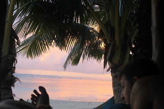 Tanu Beach Fales: Watching the sunrise from our beds