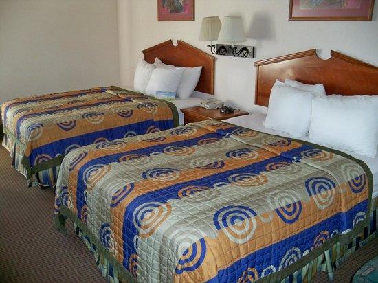 Days Inn & Suites Denver International Airport: Double Queen Room