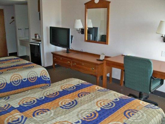 Days Inn & Suites Denver International Airport: Queen Room - Flat panel Tvs