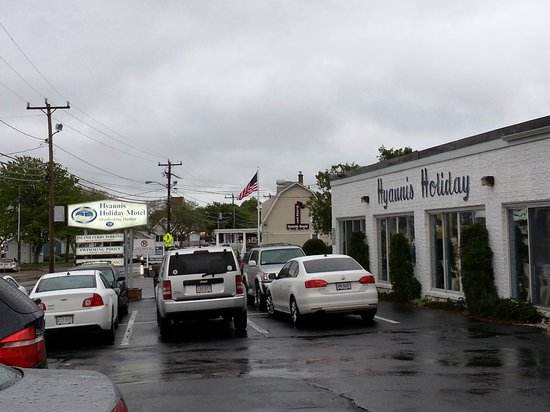 Hyannis Holiday Motel: view from the front