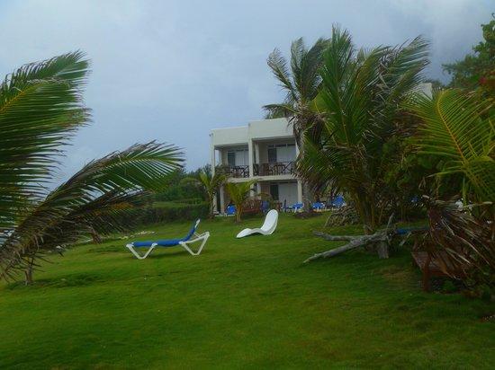 Ocean Spray Beach Apartments: My room on upper left end