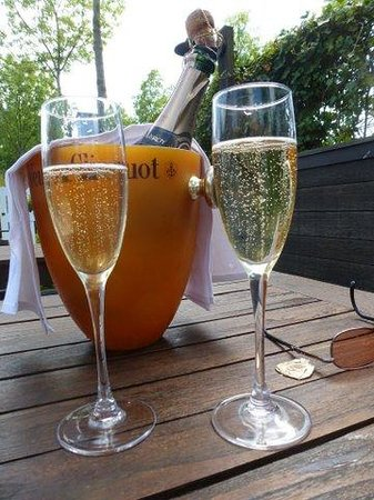 De Barge Hotel: Champagne to celebrate!