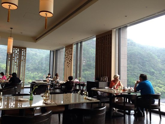Grand View Resort Beitou: Spacious and sunny restaurant