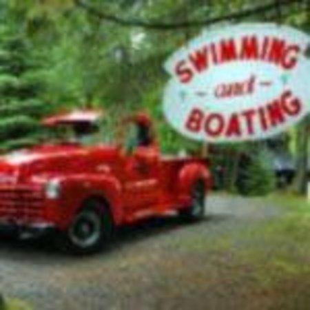 Spider Lake Lodge Bed & Breakfast Inn: Famed Lodge Red Truck