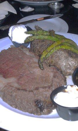 Hemingway's Prime Steaks & Seafood Restaurant: Best prime rib!