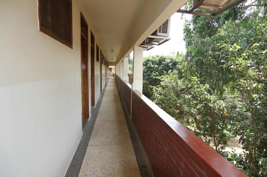 Fairway Hotel: corridor to rooms