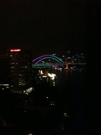 North Sydney Harbourview Hotel: harbour bridge
