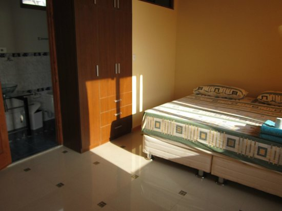 Agetaway Hotel: cama king en suite matrimonial