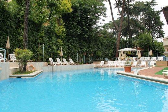 Aldrovandi Residence City Suites : Pool (view towards bar)