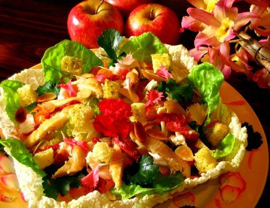 Pousada das Andorinhas: salada arco-iris