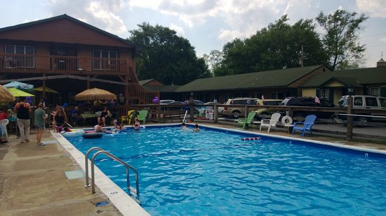 Marshalls Creek, Πενσυλβάνια: The only pub in the poconos with a pool!