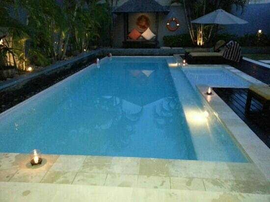 Kembali Villas: Night time poolside