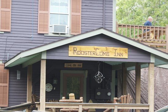 RoosterComb Inn: enter the Inn from Market Street