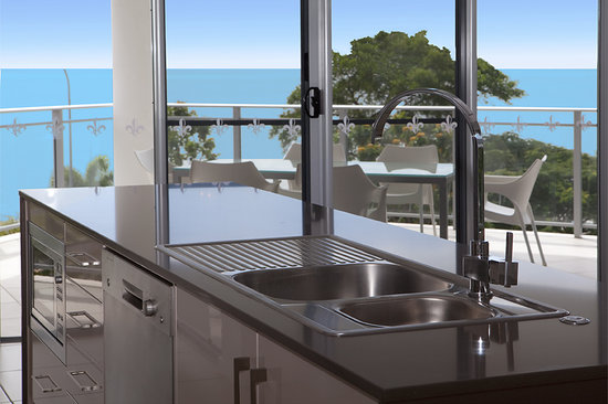 Vision Cairns Esplanade : Sub Penthouse Kitchen