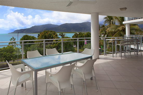 Vision Cairns Esplanade: Sub Penthouse Large Spacious Balcony