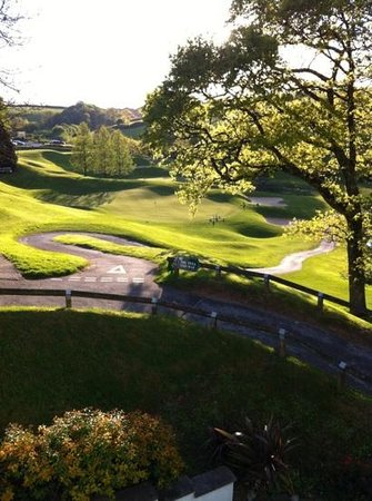 Dartmouth Golf and Country Club: Beautiful 18th Green on the Championship course