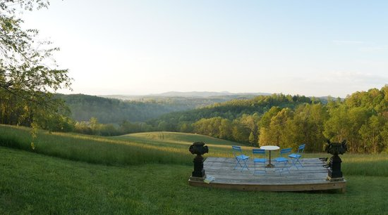 Heavens Holler B&B: The view at Heaven's Holler, always changing with the light, fog, time of day. Great setting!