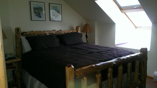 Zephyr Mountain Lodge: This is the bedroom