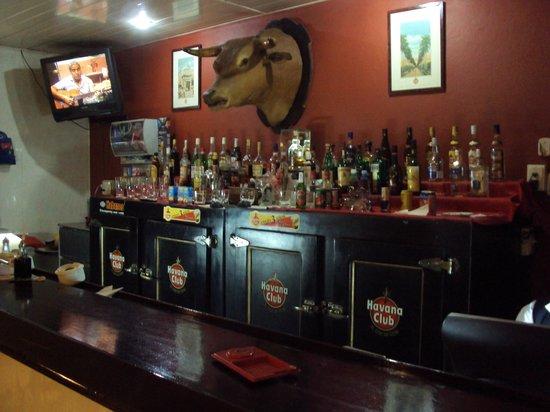 Islazul Hotel Camaguey : La decoración del bar muy buena
