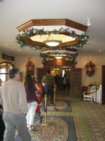 Bavarian Inn Restaurant: Main lobby with neat lights!