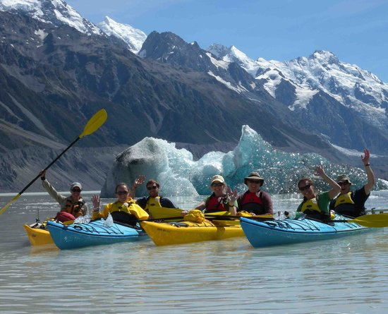 Southern Alps Guiding: Tasman Glacier Lake Ice Berg