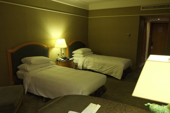 Grand Hyatt Taipei: The beds in our room were large and comfortable