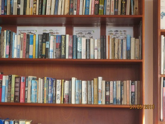 Top O' Tobago Villa & Cabanas: book library in main house