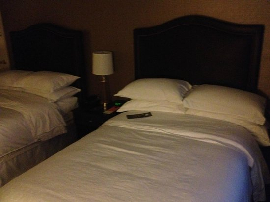 Sheraton Cerritos Hotel at Towne Center: So Comfy!