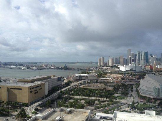Hilton Miami Downtown : Vista do quarto