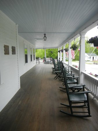 Eagle Mountain House & Golf Club : Beautiful Front Porch