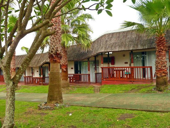 Ocean View Hotel: Cottages from the outside