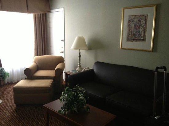 Sonesta ES Suites Cincinnati - Sharonville East: Living room