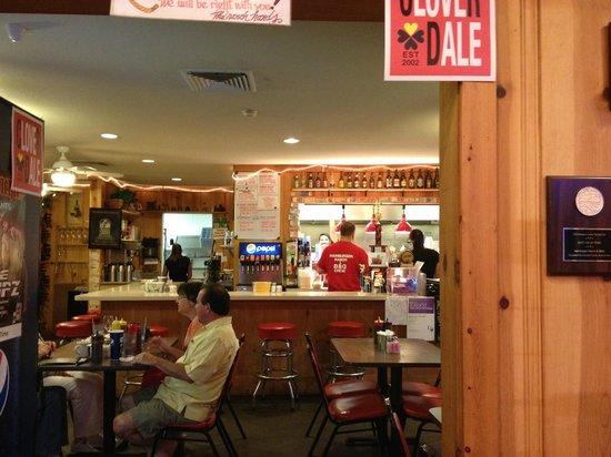 Hamburger Ranch & Bar-B-Que: Kitchen and counter