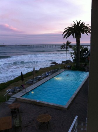 Cliff House Inn on the Ocean: Here's the view of the pool from our room