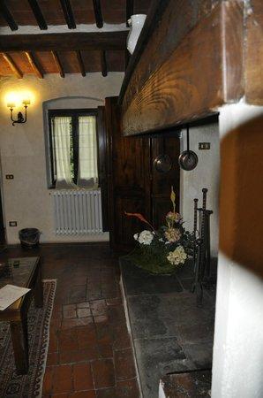 Vignamaggio : Living area in suite