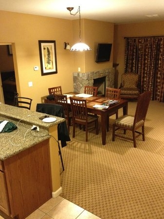 1862 David Walley's Hot Springs Resort and Spa: Dining Area in newer 1 bedroom units